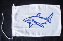 NAUTICAL FLAG : SHARK 30cm x 20cm